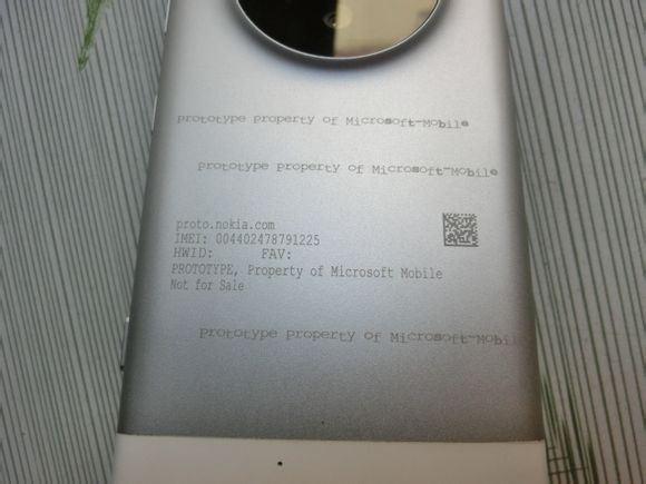 Microsoft-Lumia-1030-prototype-leaked (5)